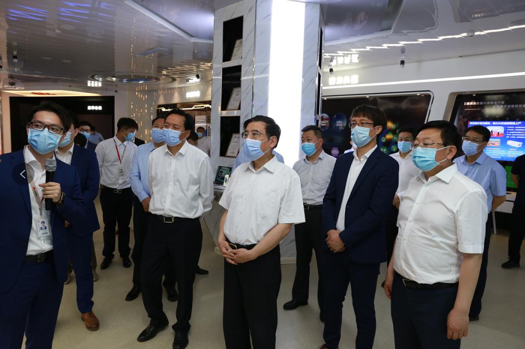 苗圩赴哈尔滨、大庆调研装备制造企业发展情况(图1)